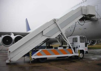 Mobile aircraft steps
