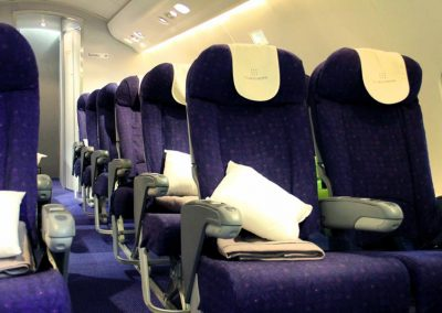 commercial airliner middle seats