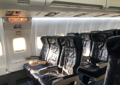 narrow_bodied_airliner_interior_seats_exit